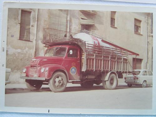 Camió Ebro B45 de l'empresa TRANSPORTS I GRUES ÀNGEL VILAR SA