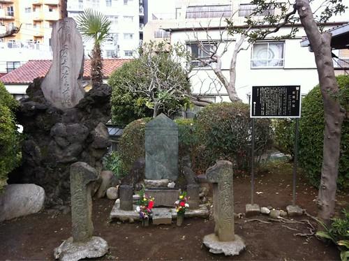 2012-12-31新宿西向天神社紅皿の墓