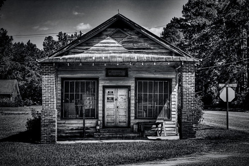 blackandwhite georgia historic coastal discarded frontporch oldbuilding effingham southernarchitecture clyo