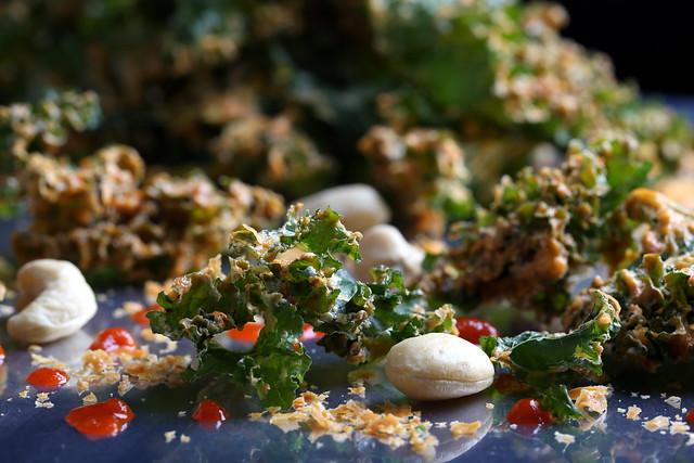 Sriracha-Cashew Kale Chips