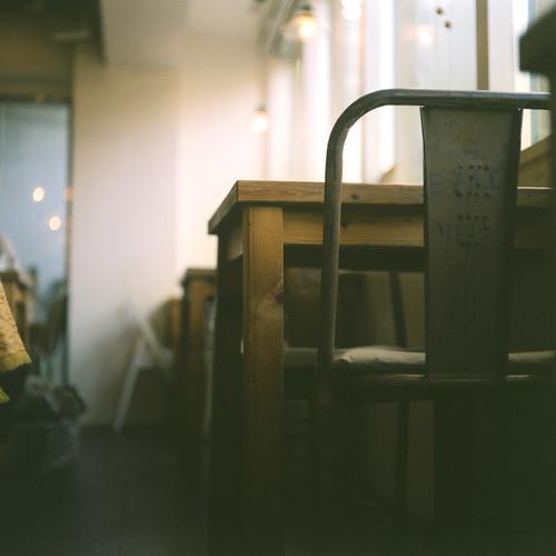 カフェのテーブルとイス