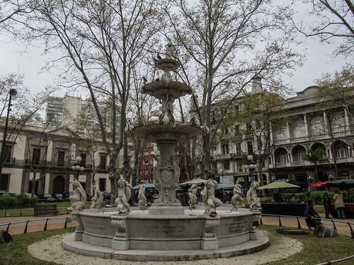 Montevideo: la Plaza Constitucion