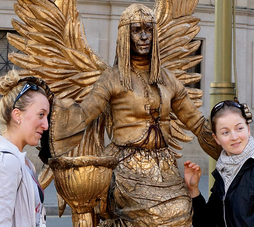 barcelona-liv-statue-girls-01854