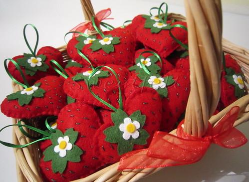 ♥♥♥ Moranguinhos para a festinha da  Ana Julia... by sweetfelt \ ideias em feltro