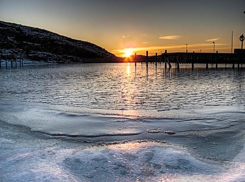 winter light sunset cold west color ice beach nature colors berg weather marina canon landscape bay coast is marine raw sweden harbour marin schweden north himmel sverige scandinavia westcoast vatten solnedgång ljus hamn kungälv g10 kallt tjuvkil