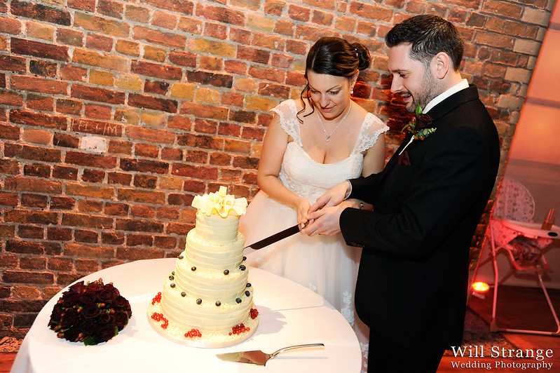 Cutting the cake in vinopolis, London