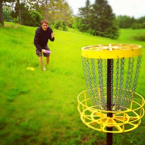 Luke shoots for the chains. #discgolf
