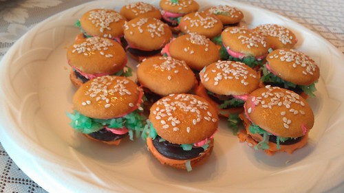 Drew's amazing hamburger cookies by christopher575