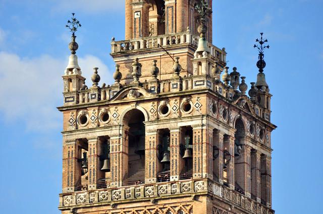 La Giralda, alminar morisco que aún se conserva de la antigua mezquita sobre la que se construyó la Catedral Catedral de Sevilla, sepulcro de la historia de américa - 8323078782 9b66c37f98 z - Catedral de Sevilla, sepulcro de la historia de américa