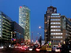 Potsdamer Straße mit Bahntower und Kollhoff-Tower