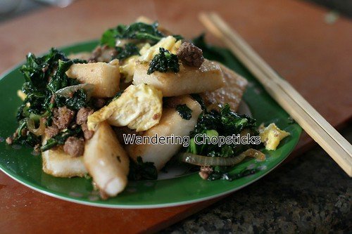 Banh Bot Khoai Mon Chien Xao Cai Xoan (Vietnamese Fried Taro Cake Stir-Fried with Kale) 18