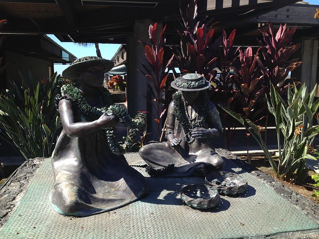 The Lei Makers bronze statue
