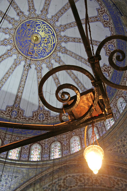 Interior decoration in the Blue Mosque, Istanbul, Turkey イスタンブール、ブルーモスク内装