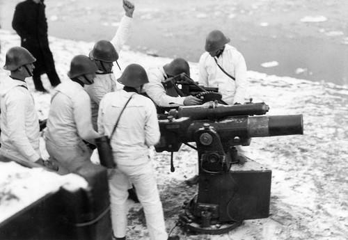 Dutch Gunners training with 75-mm coastal guns in 1940