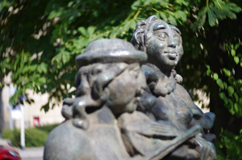 Bronzeplastik: Musizierender Kentaur mit Nymphe oder Satyrgruppe