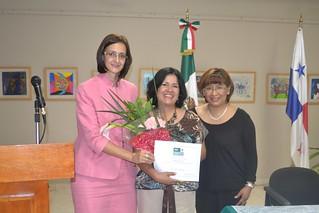 Con una pastorela navideña, concluye el ciclo de talleres para niños y jóvenes mexicanos en Panamá. Reconocimiento a Sra Guadalupe Vázquez