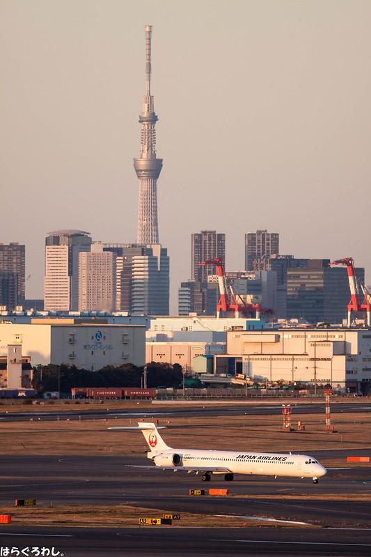 MD-90 JA8070 @ Tokyo Haneda