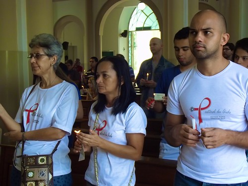 Elenice Natal de Lima SSL (left) with other pastoral agents during a Candlelight Memorial Mass