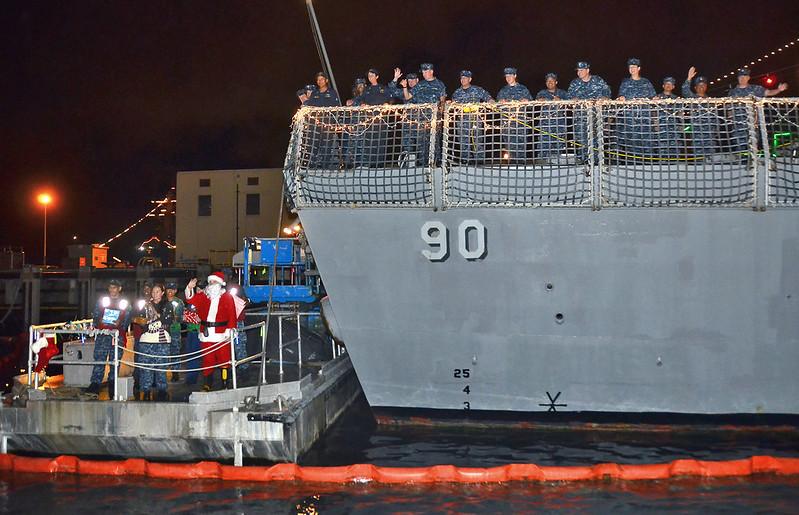 Santa visits USS Chafee (ddg90)
