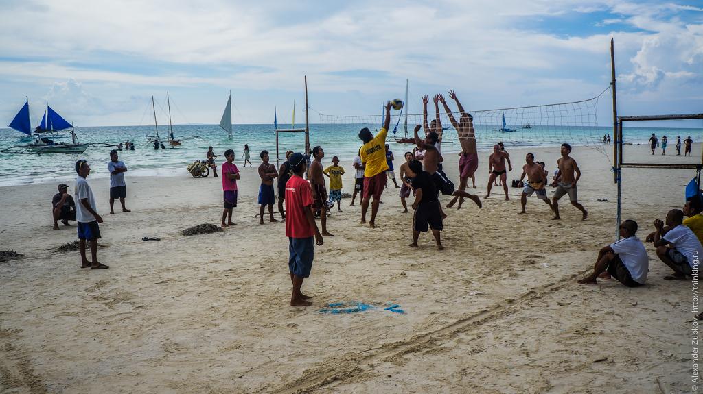 Волейбол на Белом плаже на острове Боракай