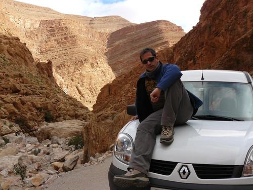 Fotografía en una Renault Kangoo siguiendo el margen del Río Todra (Marruecos)