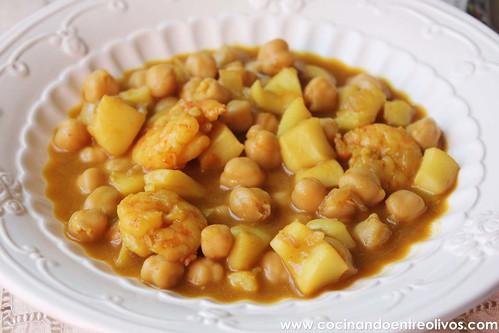 Garbanzos con choco y langostinos www.cocinandoentreolivos (16)