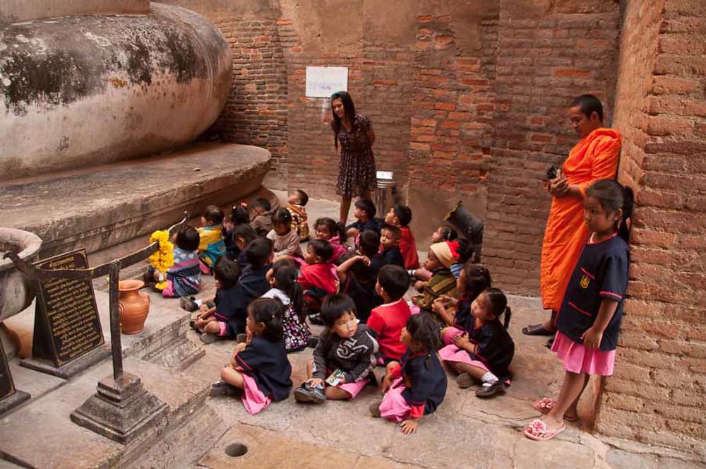 Wat Si Chum Buddha Children.jpg