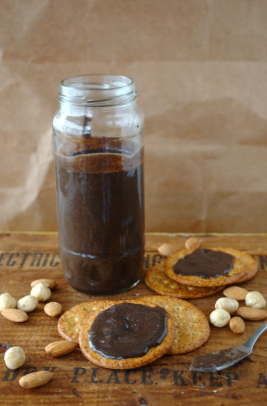 for this spread i used half almonds half hazelnuts mostly