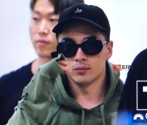 BIGBANG wout Seungri departure Seoul to Tokyo 2016-08-26 (60)