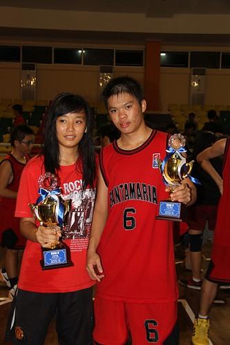 Carolina Soh dan Andre, kapten tim basket putri dan putra di Pajak Cup 2012 di GOR Tribuana - SMA Santa Maria Pekanbaru