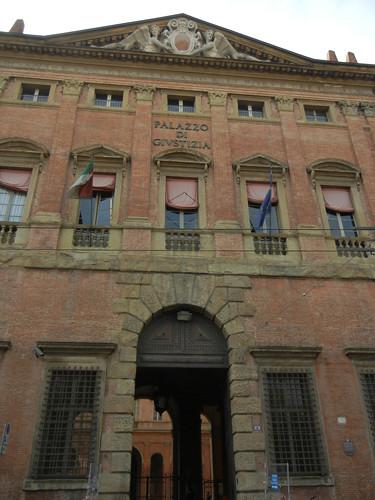 DSCN4610 _ Palazzo di Givstizia, Bologna, 18 October