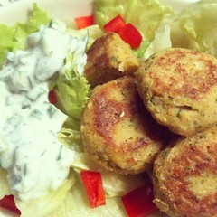 1st time making falafel. surprisingly easy & delicious w/ mint cucumber tzatziki sauce #japan