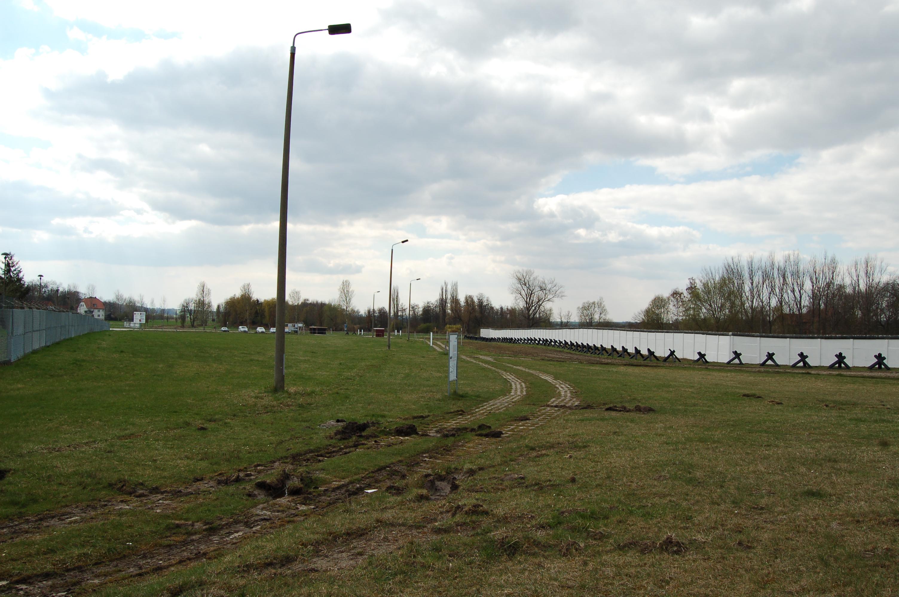 Ausgezeichnet Stacheldraht Grenze Bilder - Elektrische Schaltplan ...