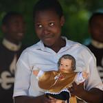 Mozambique: Visitando a los ancianos y a los enfermos.