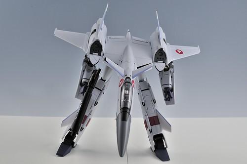 やまと 完全変形 1/60 VF-4G Lightning III ガウォーク VF-1のガンポッドを所持