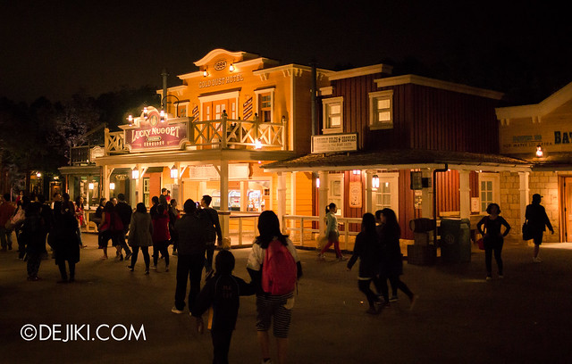 Grizzly Gulch - Saloon at night