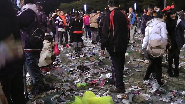 2013台北市跨年晚會垃圾-201301010136-洪惠璟攝-7