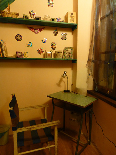 desk area, perugia apartment