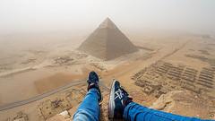 Un joven se graba escalando la pirámide de Giza [VÍDEO]