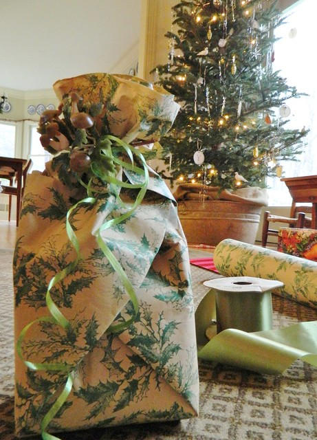 vintage christmas gift via homeologymodernvintage.com