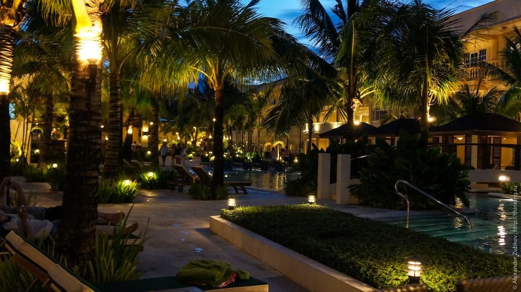 Отель Boracay Garden Resort вечером