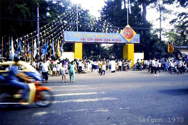 SAIGON 1970 (18) - Hội chợ Đồng Tâm xây cất BV Vì Dân, tại Vườn Tao Đàn