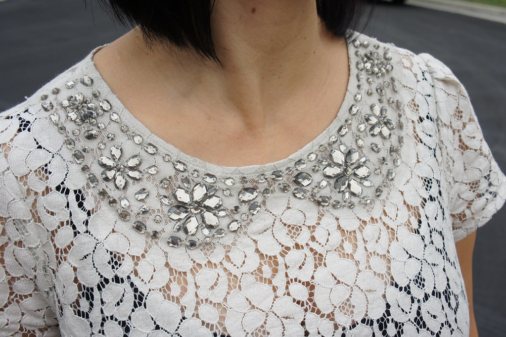 embellished-lace-collar