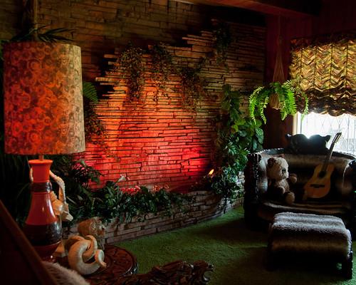 interior retro 70s mansion seventies graceland jungleroom extravagant