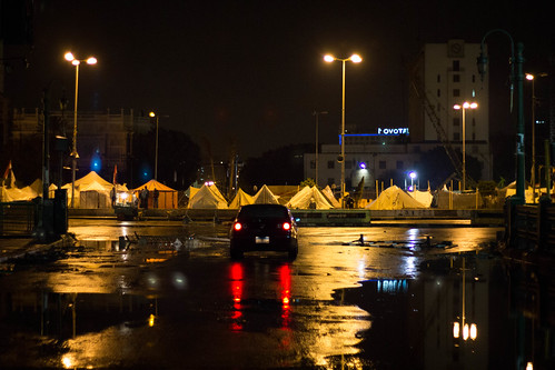 Tahrir by night, in the rain