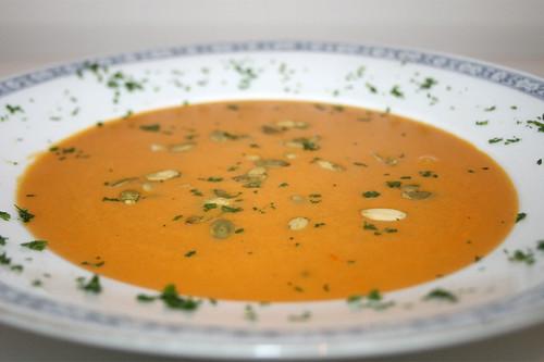 10 - Fuchs Kürbis-Cremesuppe / Pumpkin cream soup - CloseUp