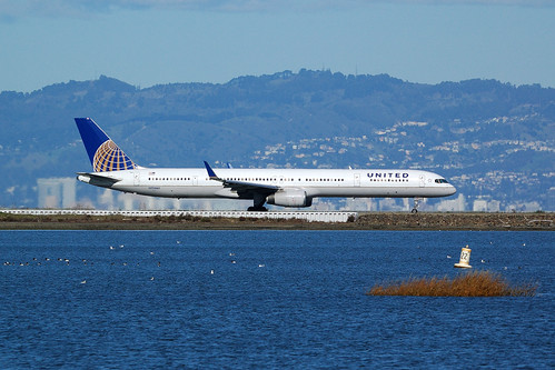 N73860, B757-33N United Airlines, UA195 SFO - KOA, San Francisco International (SFO), 27. 1. 2013