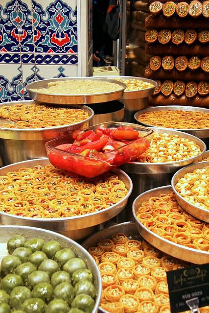 Turkish sweets shop in Istanbul, Turkey イスタンブール、トルコのお菓子屋さん