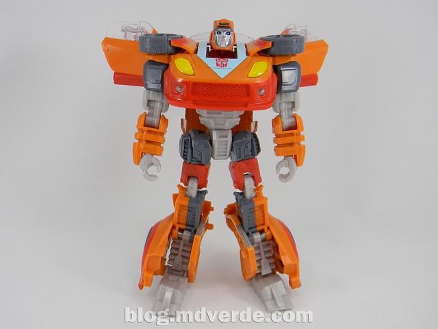 Transformers Wheelie Deluxe - Generations GDO - modo robot
