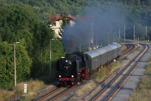 2016-09-15; 103.  Loc 01 2066-7 met Fotopersonenzug 205, Walldorf